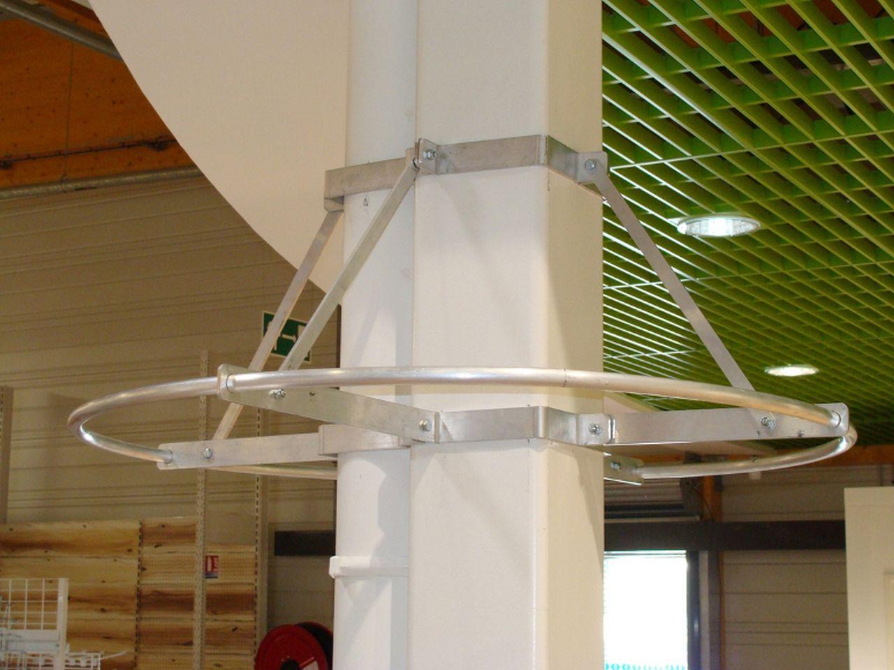 marché aux fleurs - support suspensions sur poteau