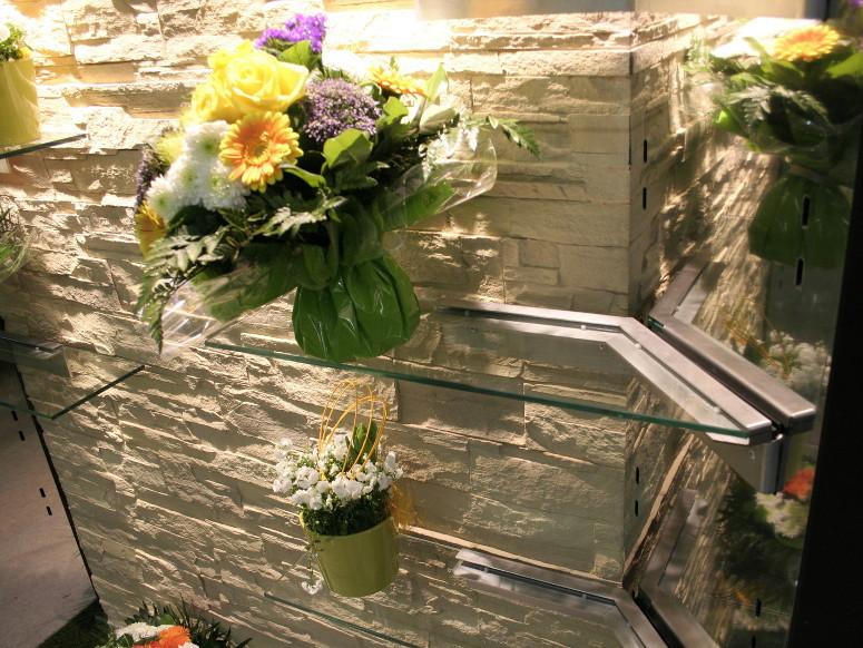 mur pierre pour presentation fleuriste