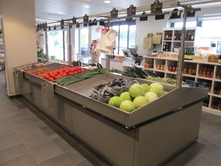 présentoir table centrale fruits et légumes. gamme prima avec bardage