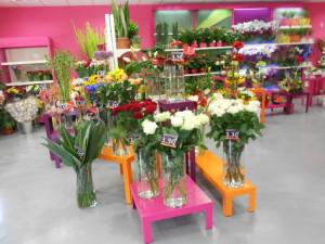 sellettes et tables gigognes fleuristes multicolores