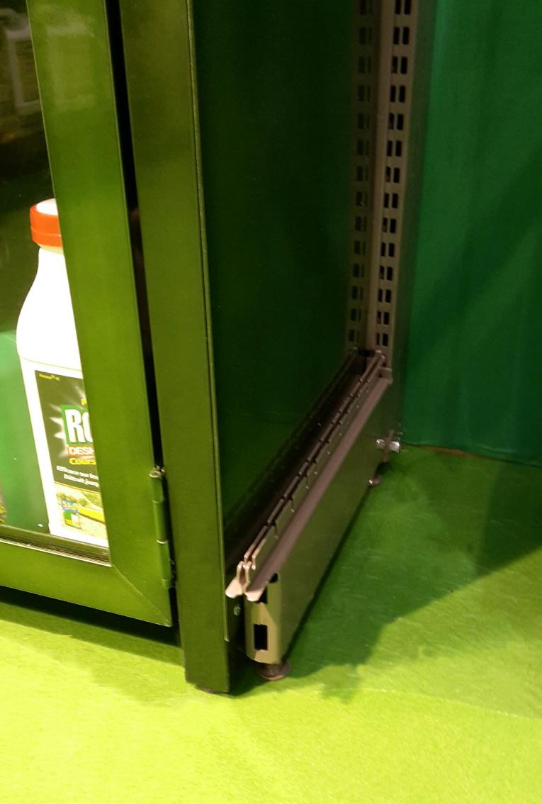 manufacturé - armoire vitrée, sécurisée par clé