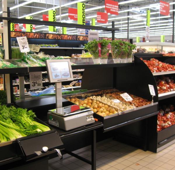 comptoir de pesée dans table fruits&légumes