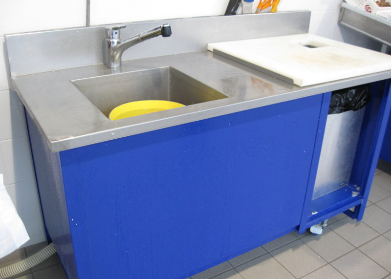 table de travail évier et douchette