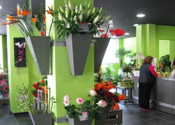 Fleuristerie - vase d'habillage poteau